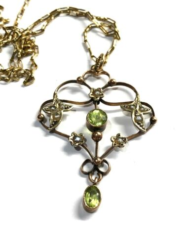 VICTORIAN 9CT GOLD PERIDOT & SEED PEARL PENDANT WITH CHAIN. ANTIQUE. ART NOUVEAU