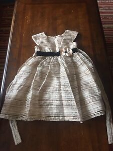 Girls fancy/Christmas dresses size 4