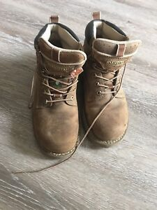 Women's Dakota steel toe boots 8.5