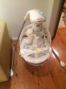Fisher-Price My little lamb Cradle'n Swing Castle Hill The Hills District Preview