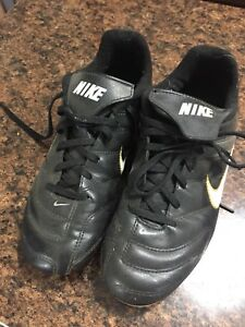 Nike cleats. Size 4 shoes