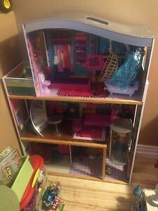 LARGE BARBIE DOLL HOUSE