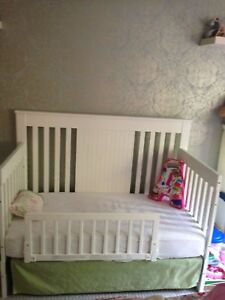 White Mother Hubbard's Convertible Crib for sale with linen