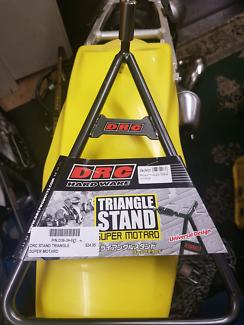 MX Triangle Stand