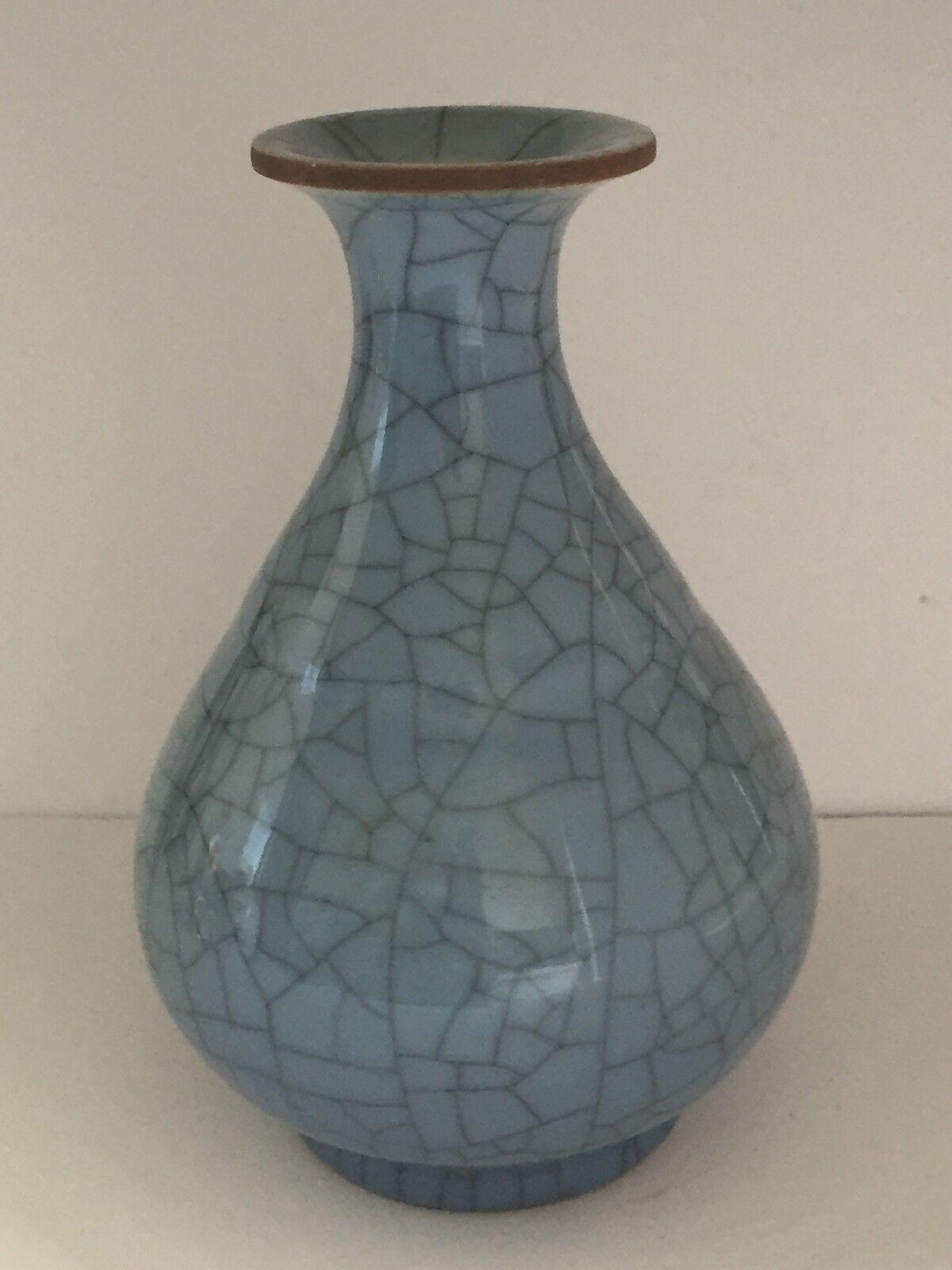 Antique Vintage Chinese GUAN Ware Crackle Craquel Glaze Porcelain VASE 9.75