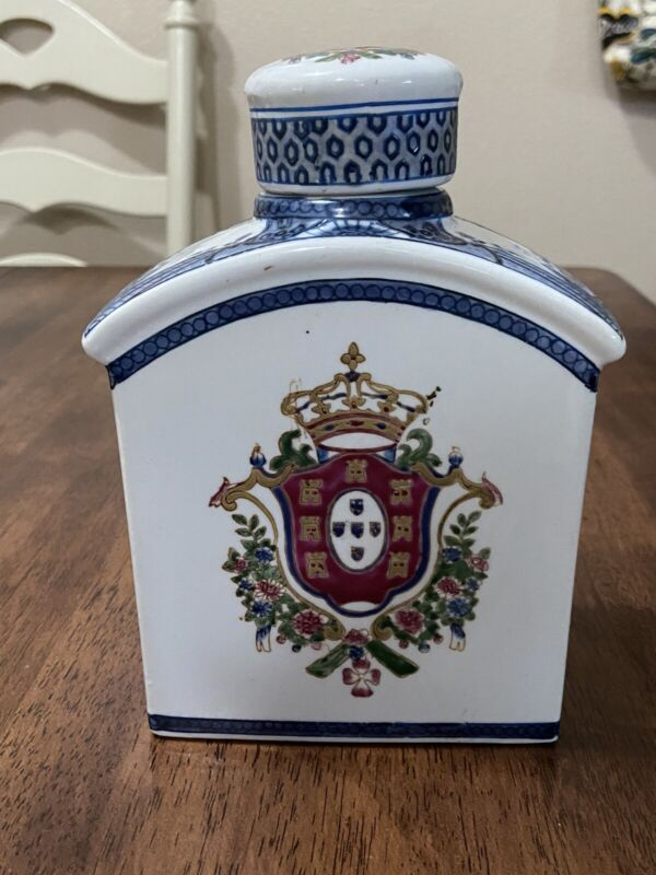 Vintage Chinese Porcelain Hand Painted Tea Caddy Excellent Condition