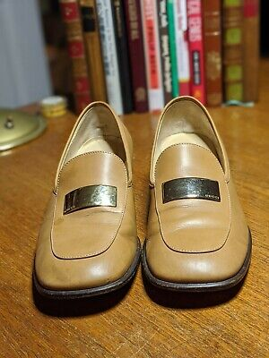 Gucci womens Size 8.5 Tan w/Gold Metal Logo Vintage Classic Loafers #S4 Italy