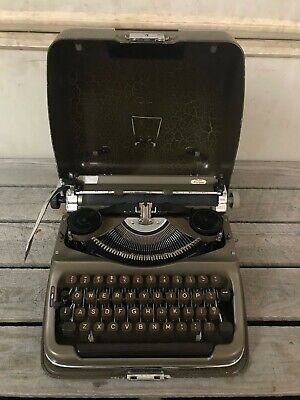 VTG Triumph Norm Manual Typewriter, 1950's West Germany, Working (No Key Cover)