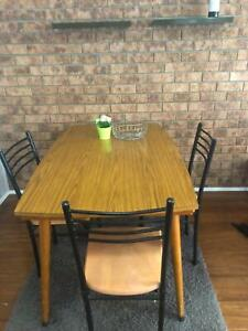 Dining table with 3 chairs Furniture sale