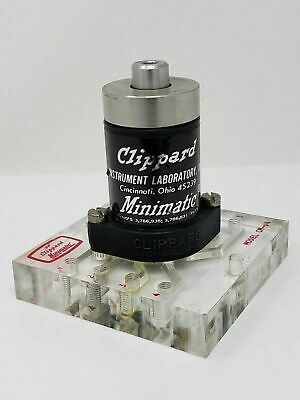 Clippard R-343 With Cm-04 Subplate Lock In Minimatic 4-way Valve Exc Condition