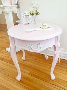 Light pink shabby chic table:)