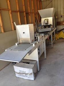Seed-Air-Matic Vegetable Seeder Excellent Condition Warrill View Ipswich South Preview