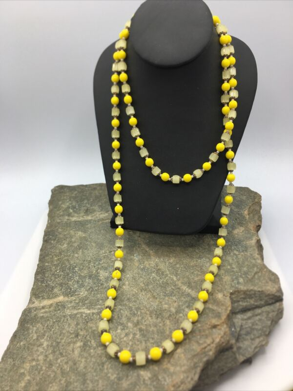 VINTAGE 50'S Single STRAND Beautiful Glass BEADED NECKLACE  #FN833