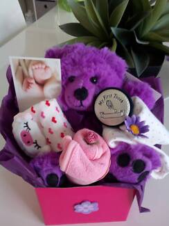 NEW BORN / BABY SHOWER  /  BEAR IN A BOX GIFT
