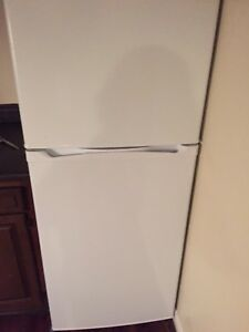 White General Electric fridge