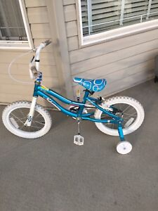Toddlers bike with training wheels