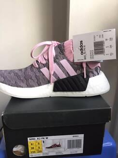 Brand New Adidas NMD R1 Primeknit Womens Black and Pink