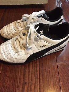 Girls youth Puma shoes size 4.5