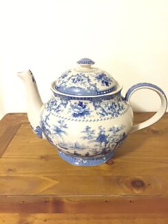 Giant decorative teapot  Wollstonecraft North Sydney Area Preview
