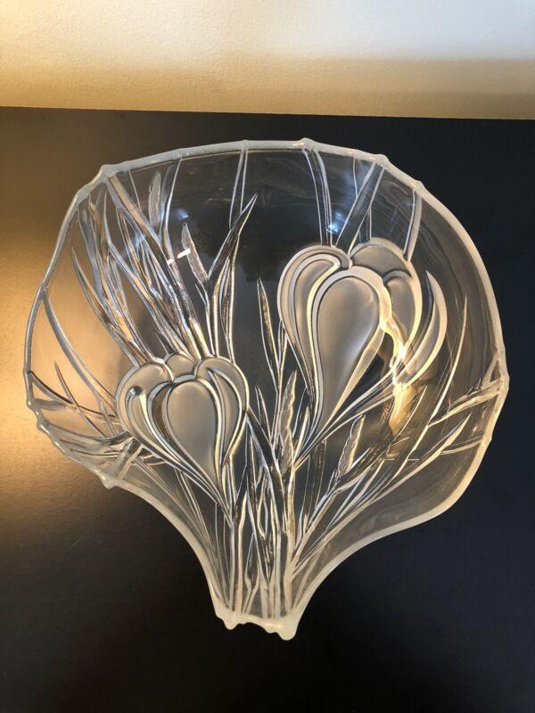 "Mikasa Vintage Crocus Flower Floral Clear Glass Crystal 3D Deep Bowl 11"""