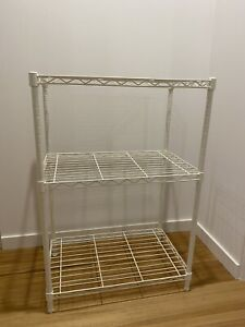 White metal rack in excellent condition