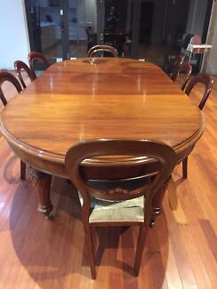 Victorian Mahogany Dining Table With 8 Balloon Back Chairs