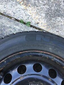 4 pneus hiver avec rims 175/65R14