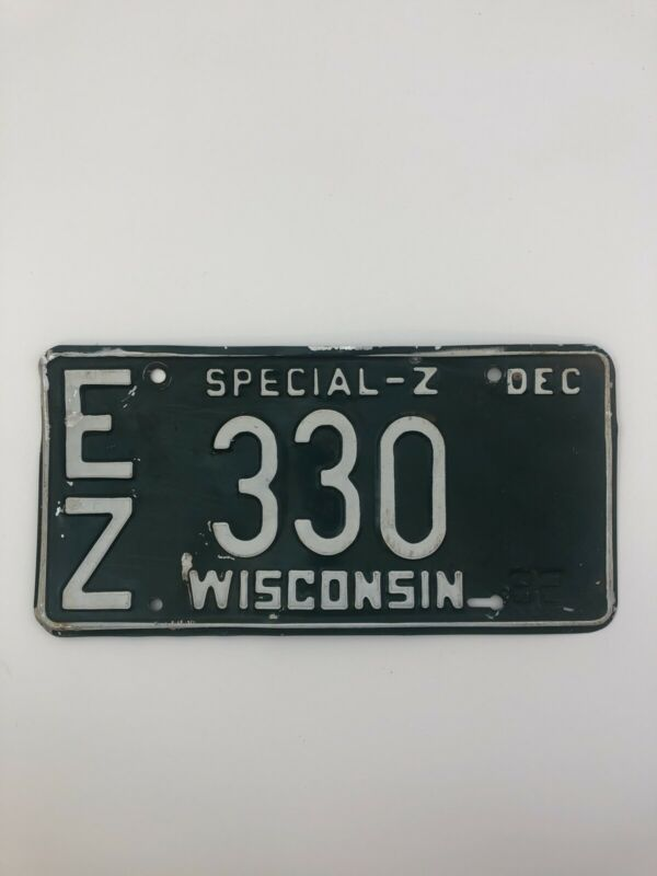 Vintage Wisconsin License Plate 1982 Automobile B02