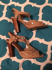 Nude coloured heals New Town Copper Coast Preview