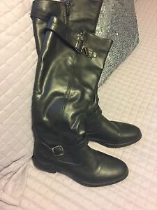 Ladies size 9 black boots