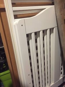 Baby crib. White. Great shape. Mattress