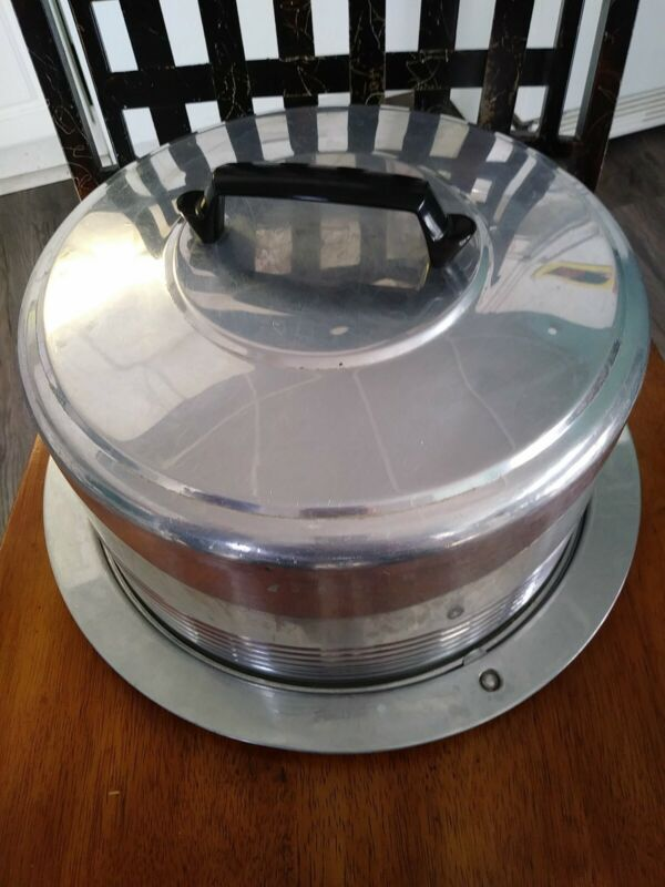 Vintage Regal Ware Aluminum Covered Cake Carrier with Locking Lid