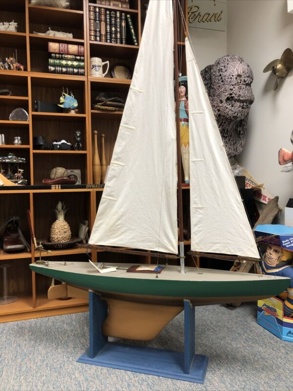 Antique Racing Pond Yacht