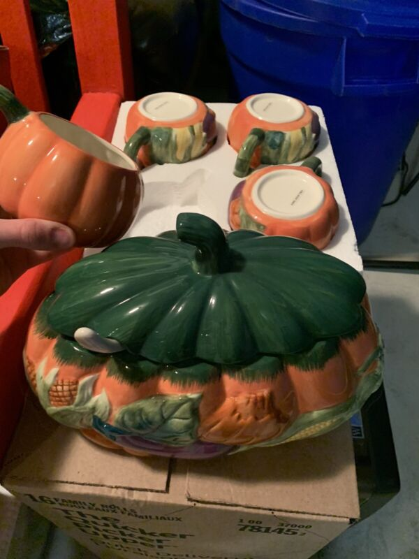 Pumpkin Soup Tureen & 4 Mugs