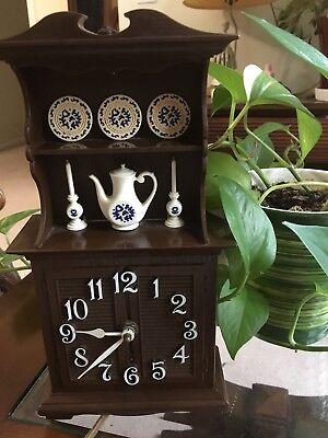 Vintage Spartus China Hatch Clock. Runs on electricity