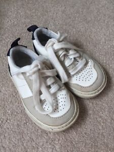 GAP Size 5 toddler Sneakers