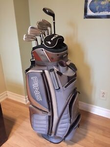 Sac de golf Ping avec bâtons Titleist Tour Blade