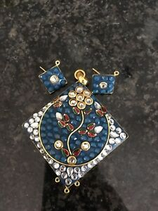 Necklace and earring set - new