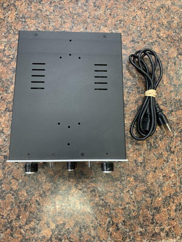 Universal Audio 710 Twin-Finity Q23