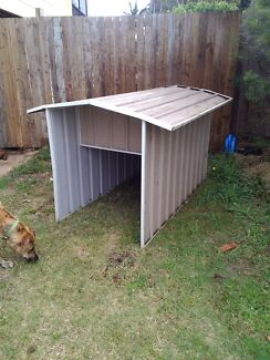 Colour bond dog kennel  Kallangur Pine Rivers Area Preview