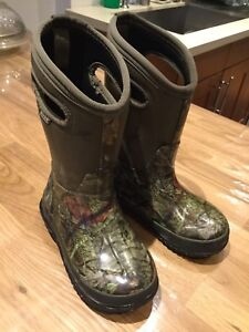 BOYS BOGS SIZE 12 - perfect condition -$50
