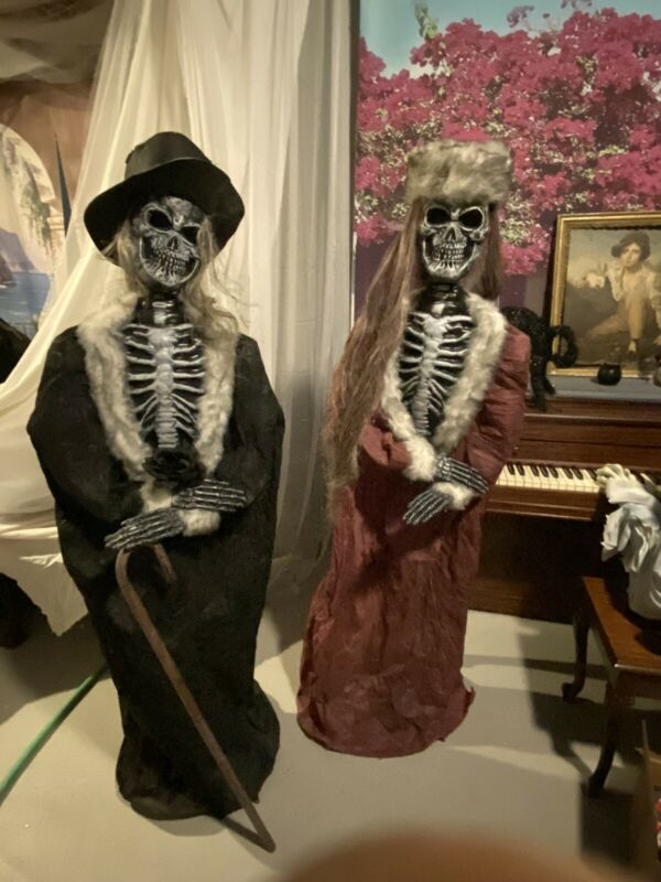 VERY RARE 2002 Spirit Halloween Mr. & Mrs. Skeleton Props Produced by Fun World