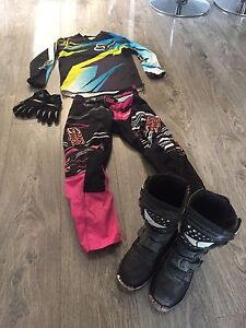 Size 1 kids boots with extra gear