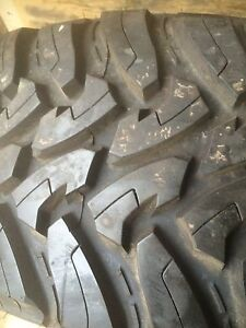 37 x13.5 r18 Toyo Open Country MT. Brand new