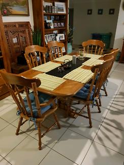 Beautiful Dinning suite very unique