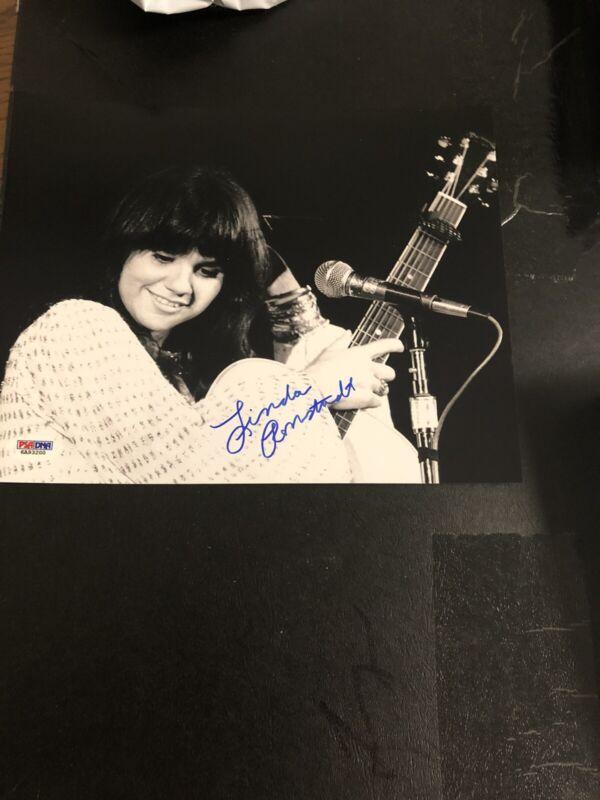 Autographed Linda Ronstadt 8x10 Photo W/Guitar PSA Sticker Track Online Signed