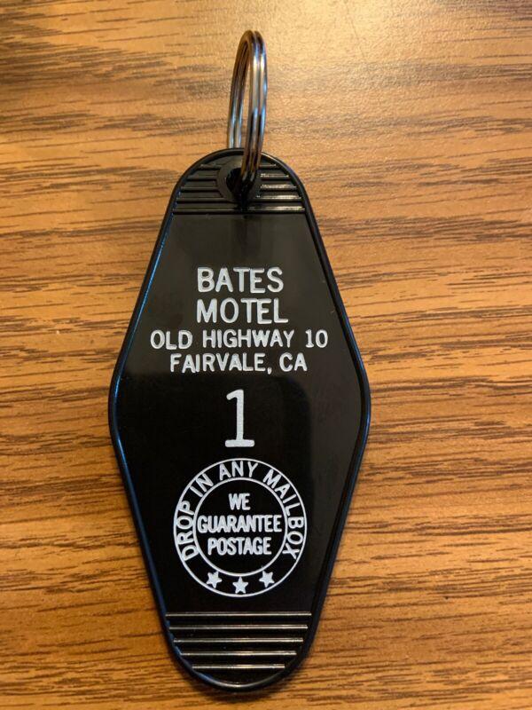 Black Psycho Bates Motel Room Horror Movie Film Keychain