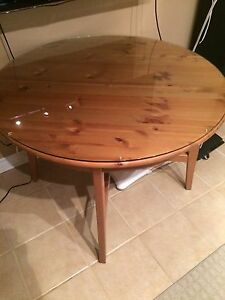 Maple round dinning table