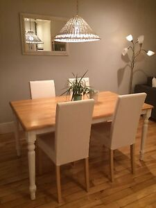 Table en bois et 4 chaises IKEA