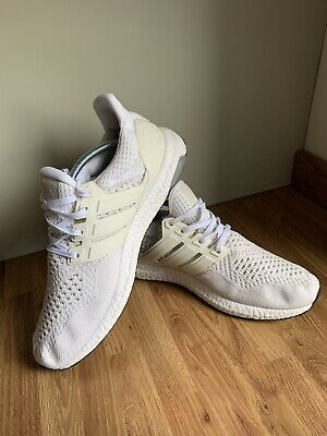 Adidas Ultra Boost Triple White UK 9.5 Caged.